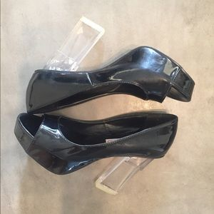 OPENED TOED LEATHER pumps with LUCITE heels